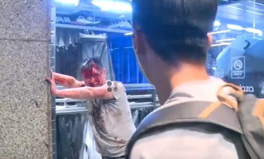 Cuộc đụng độ bằng dao đẫm máu tại trung tâm mua sắm Hồng Kông
