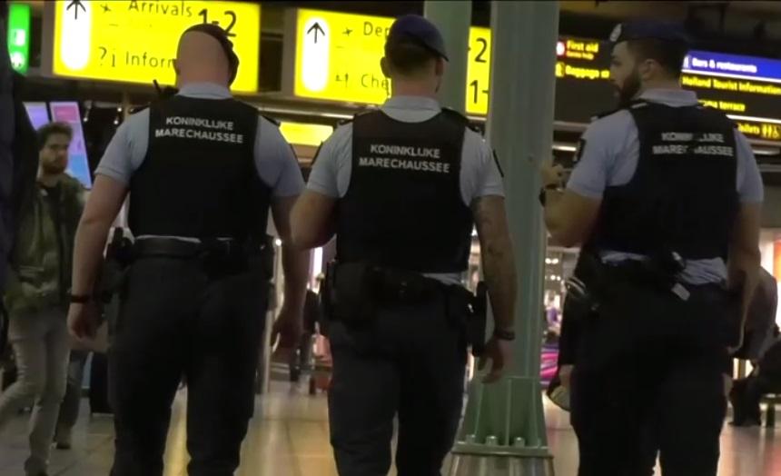 Phi công vô tình nhấn chuông báo động không tặc, phi trường Amsterdam thắt chặt an ninh