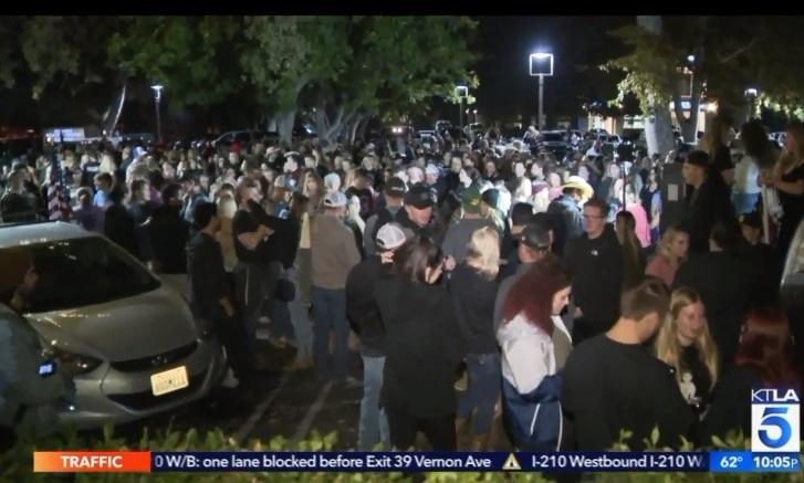 Lễ tưởng niệm 1 năm vụ nổ súng giết 12 người  ở Thousand Oaks