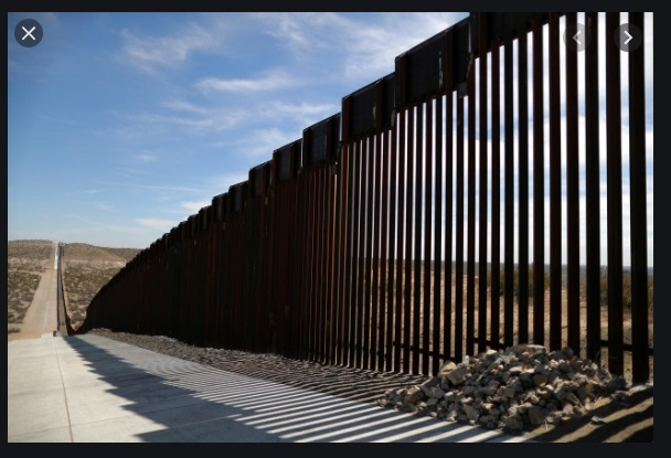 Các nhóm buôn lậu Mexico khoan cắt những bức tường biên giới mới của tổng thống Trump