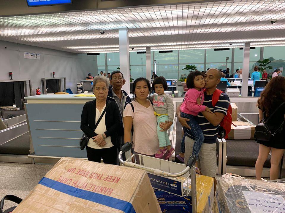 Việt kiều Mỹ về nước bị an ninh hải quan ăn cắp visa để làm tiền