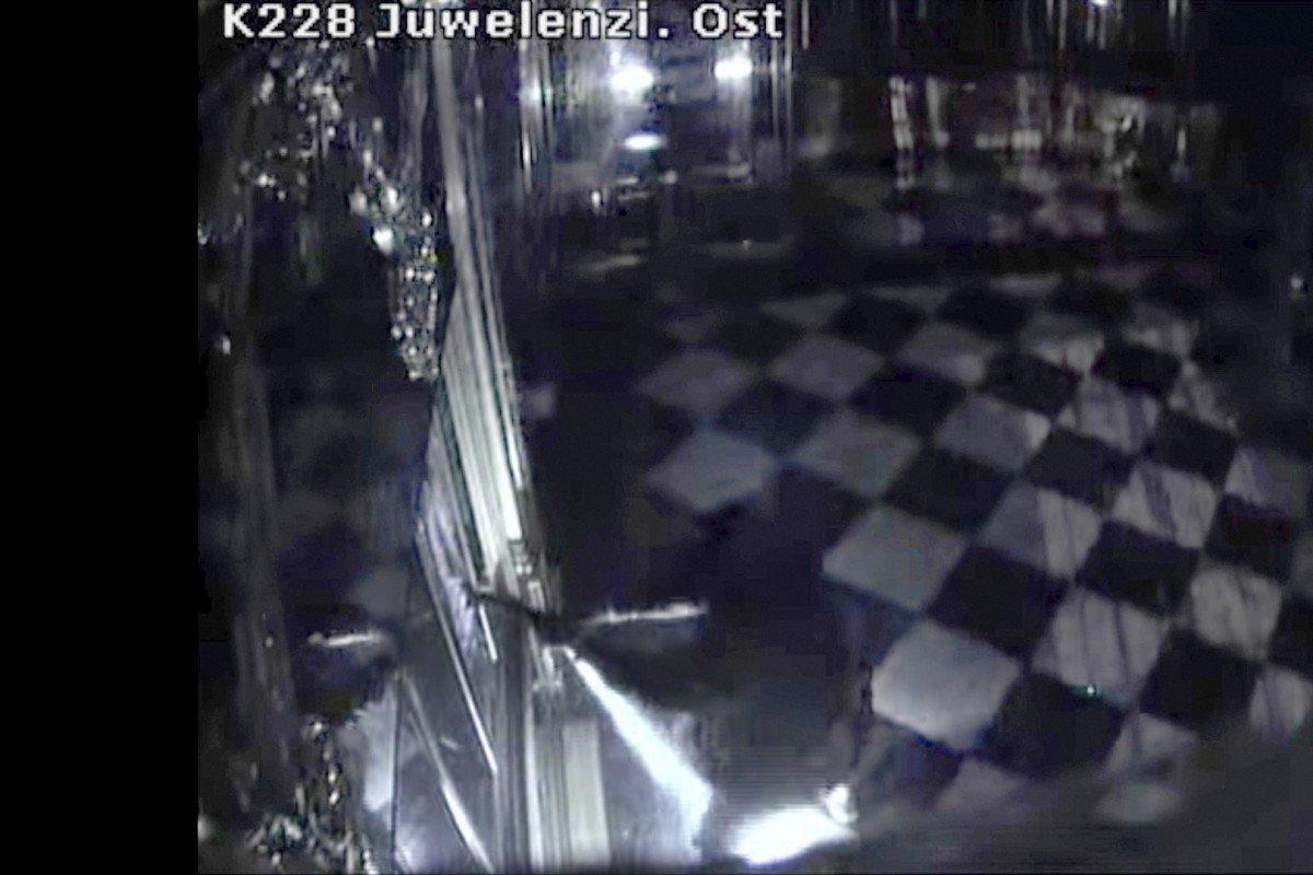 Cảnh sát Đức truy lùng các nghi can trộm cắp trang sức trị giá một tỷ Mỹ kim