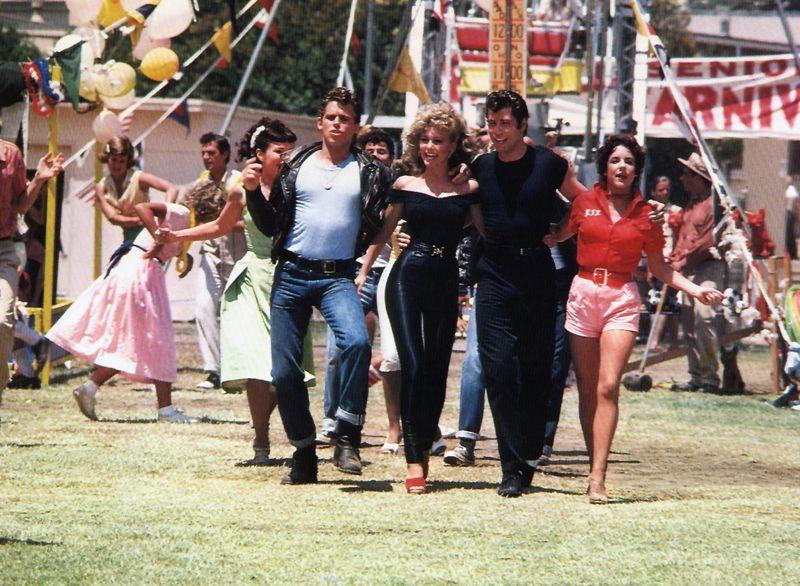 """Đấu giá bộ trang phục biểu tượng trong bộ phim """"Grease"""" của nữ tài tử Olivia Newton-John"""