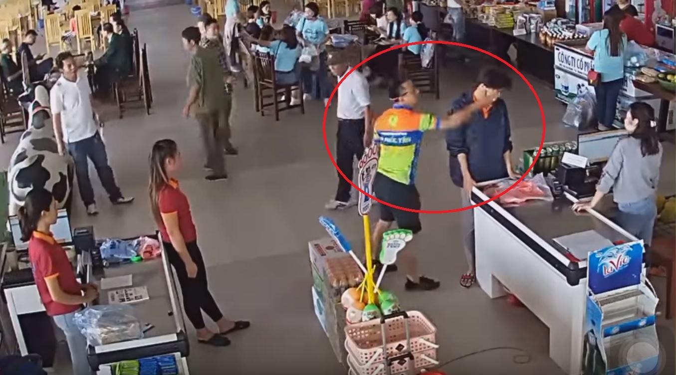 Không chịu trả tiền mua hàng, thượng uý cảnh sát còn đánh chửi nhân viên bán hàng