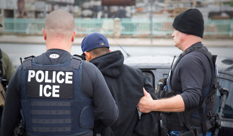 ICE bắt giữ thêm 90 sinh viên ngoại quốc tại trường đại học giả ở Michigan