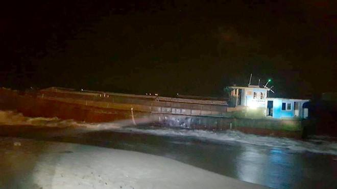 """Tàu """"không người"""" của Trung Cộng nằm ở bờ biển Hà Tĩnh"""