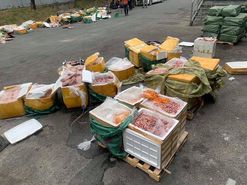 Siêu thị ở Việt Nam bán thực phẩm Trung Cộng không rõ nguồn gốc