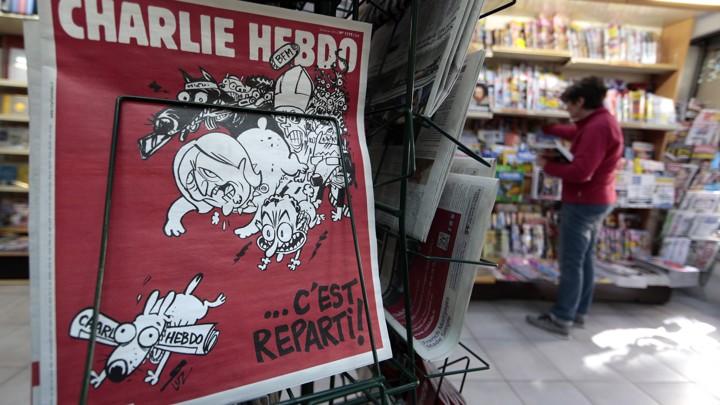 Tờ Charlie Hebdo bị chỉ trích dữ dội sau vụ tai nạn trực thăng của quân đội Pháp