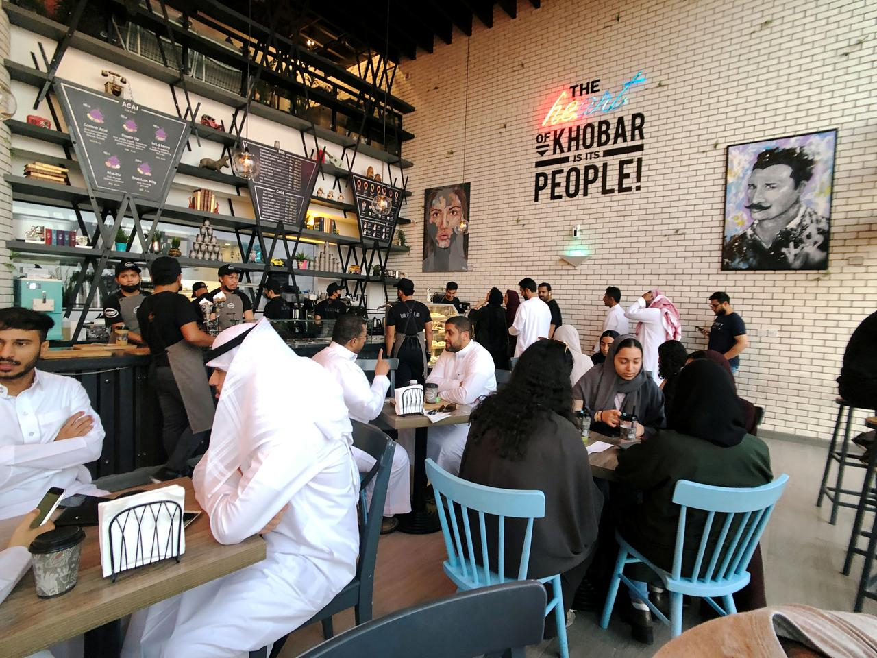 Saudi Arabia loại bỏ lối vào phân biệt giới tính ở các nhà hàng