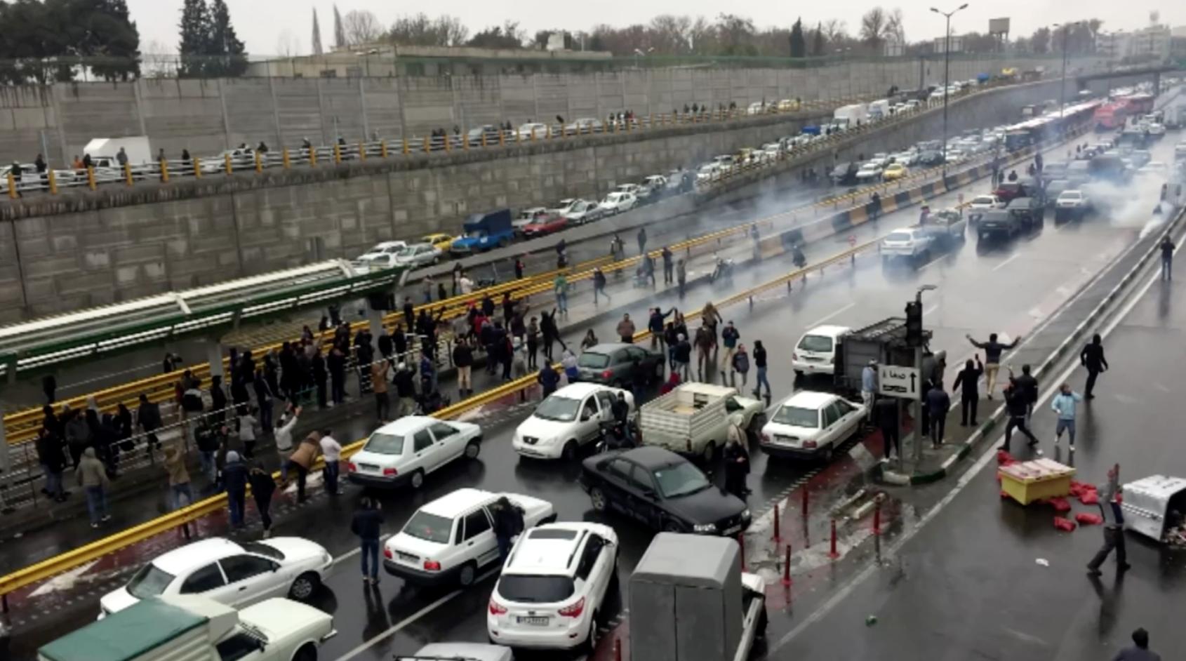Lãnh đạo Iran ra lệnh đàn áp người biểu tình bất cứ giá nào