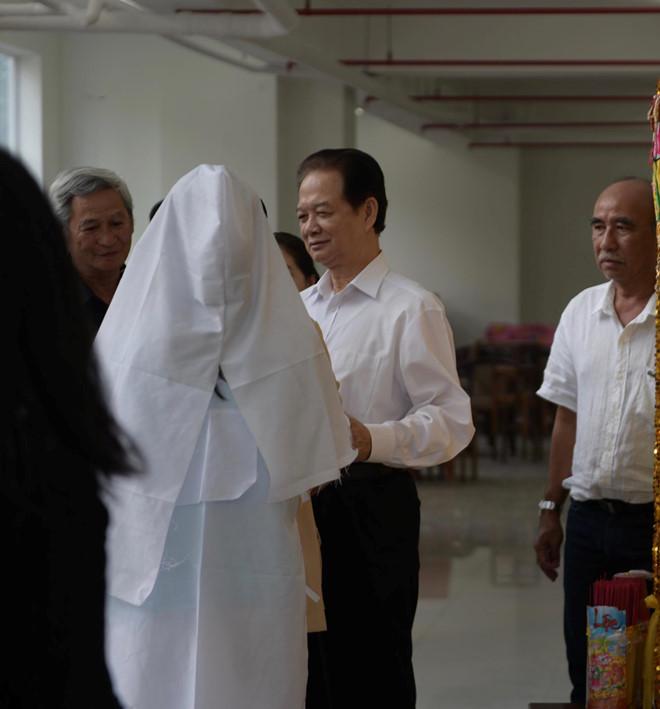 Cựu Thủ tướng cộng sản Nguyễn Tấn Dũng xuất hiện tại đám tang một nghệ sĩ