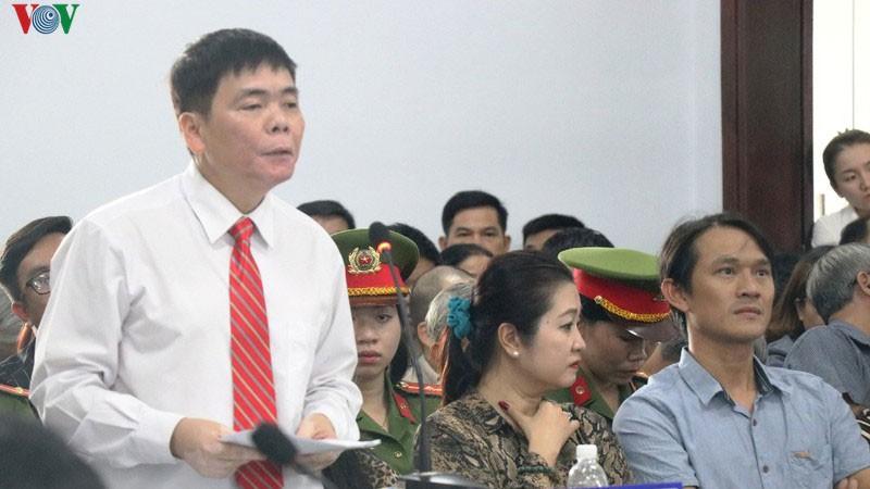 Phiên toà phúc thẩm xử vợ chồng luật sư nhân quyền Trần Vũ Hải bị hoãn
