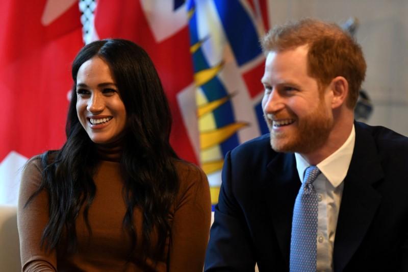 Hoàng tử Harry và công nương Meghan khuyến cáo giới truyền thông về những bức ảnh của thợ săn ảnh