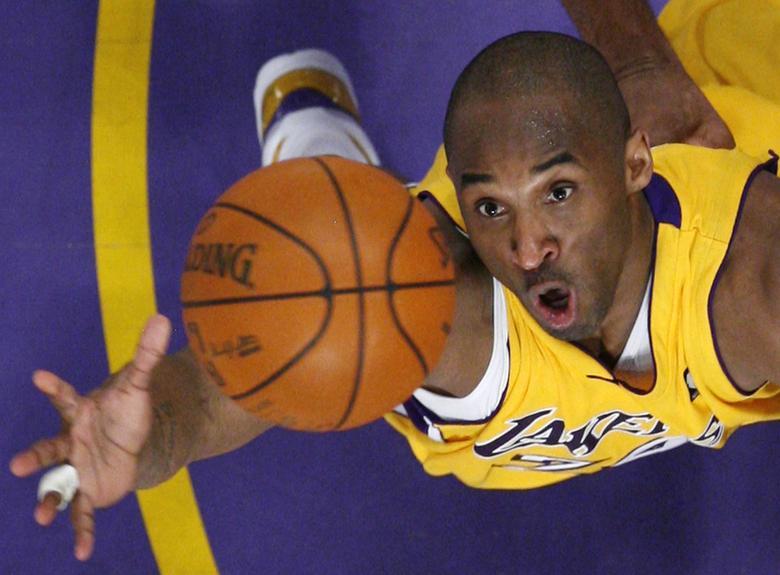 Dấu tay và dấu chân của huyền thoại bóng rổ Kobe Bryant được trưng bày ở Hollywood