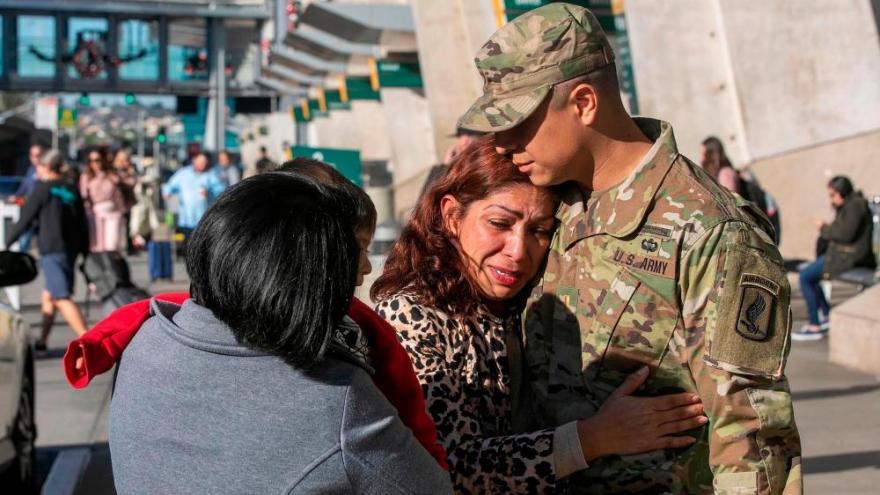 Sĩ quan Hoa Kỳ phẫn nộ vì mẹ ruột bị trục xuất