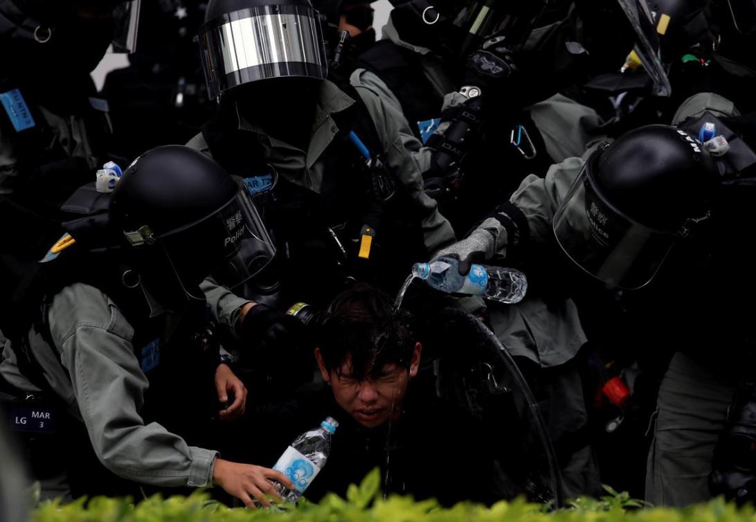 Hàng chục người bị bắt sau cuộc biểu tình nhắm vào thương nhân Trung Cộng ở Hồng Kông