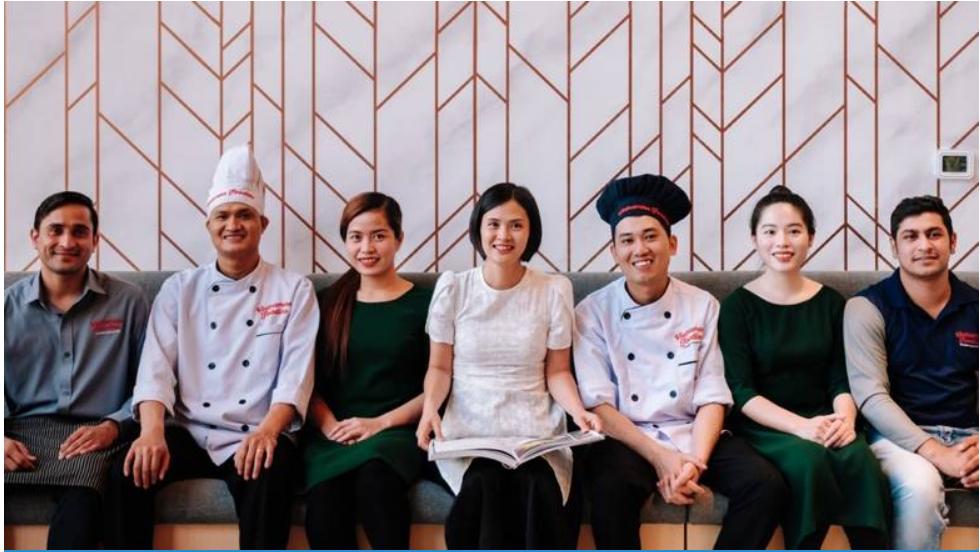 Nhà hàng Việt ở tại Dubai thưởng cho nhân viên nhân dịp Tết Nguyên Đán