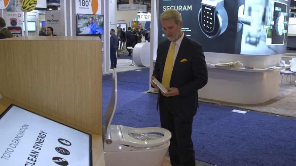 Robot giao giấy vệ sinh là một trong nhiều công nghệ vệ sinh mới nhất ở CES