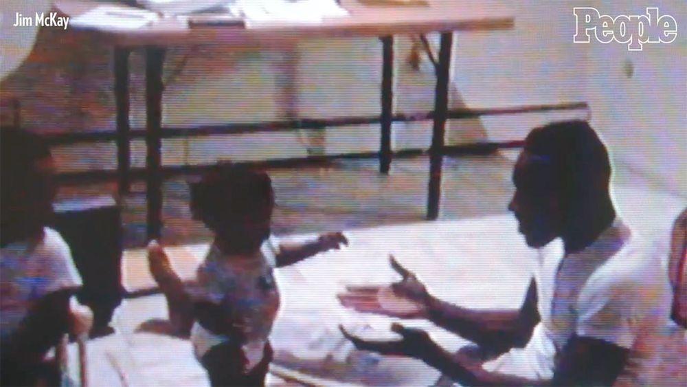 Cuốn băng VHS thất lạc quay cảnh em bé bước những bước đầu tiên được tìm thấy và trao trả cho gia đình