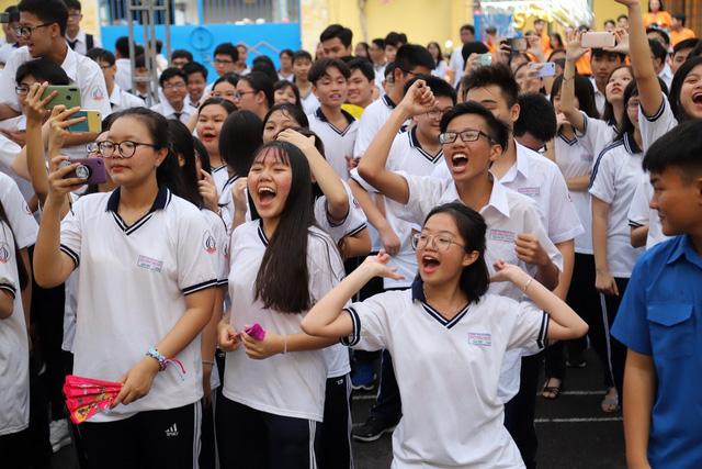 Bộ Y Tế Cộng Sản Việt Nam thông báo giáo viên và học sinh không cần đeo khẩu trang trong mùa dịch coronavirus