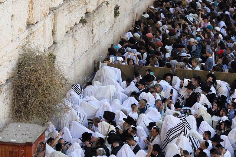 Thánh lễ Do Thái giáo cầu nguyện ngăn chặn coronavirus tại Jerusalem