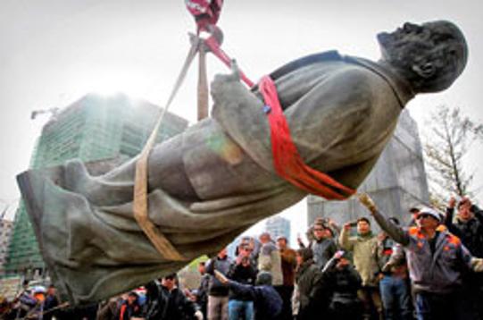 Nghệ An dựng tượng Lenin, nhiều người phản đối