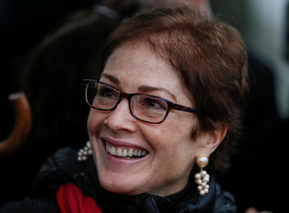 Marie Yovanovitch, nhân vật quan trọng trong cuộc luận tội tổng thống Trump vừa ký một thỏa thuận xuất bản sách