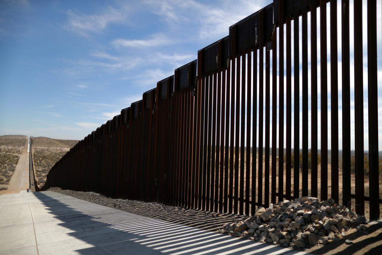 Bộ Quốc Phòng yêu cầu chuyển 3.8 tỉ Mỹ kim từ ngân sách sang chi phí xây tường biên giới