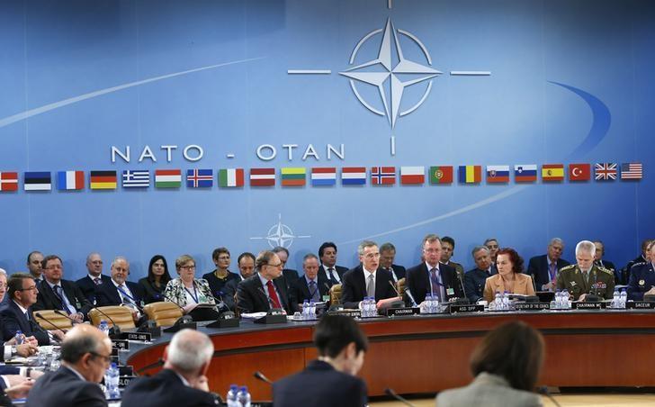 Các bộ trưởng quốc phòng khối NATO thảo luận đối phó với việc Nga xây dựng hỏa tiễn