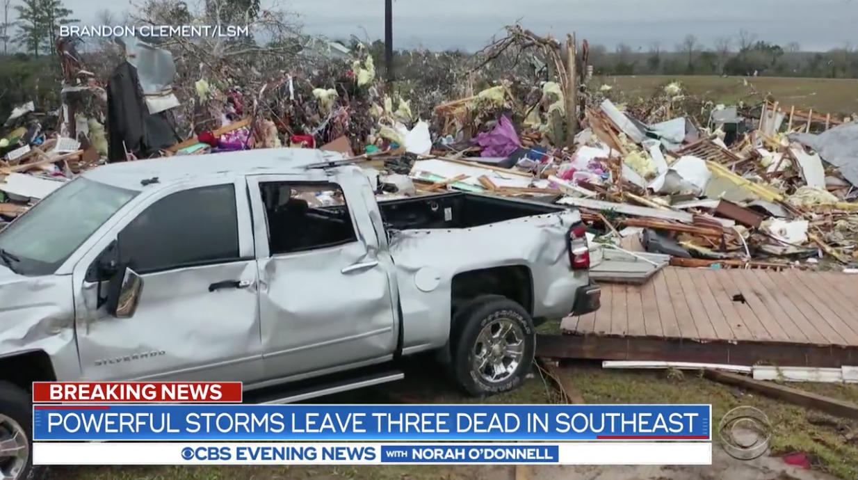Những cơn bão chết người mang theo lốc xoáy và lũ lụt đến miền Nam Hoa Kỳ