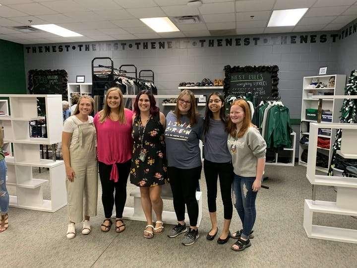 Trường trung học Minnesota mở cửa hàng miễn phí cho học sinh để đáp ứng nhu cầu ngày càng gia tăng