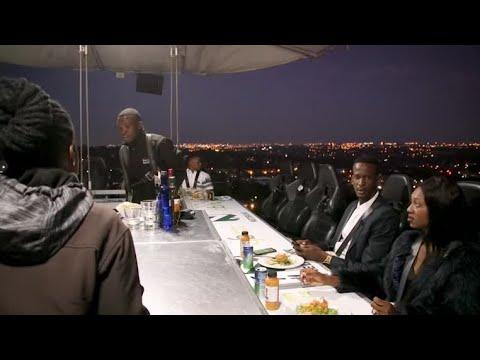 Nhà hàng phục vụ món ăn ở độ cao 50 mét trên bầu trời