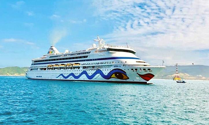 Tỉnh Quảng Ninh bị khiển trách vì xua đuổi du thuyền do lo sợ coronavirus