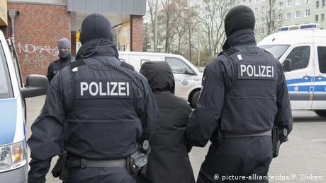 Cảnh sát phá đường dây đưa 150 người Việt vượt biên sang Đức
