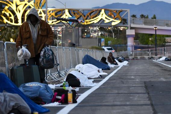 Các bãi đậu xe ở Las Vegas trở thành nơi trú ẩn tạm thời của người vô gia cư trong khủng hoảng coronavirus