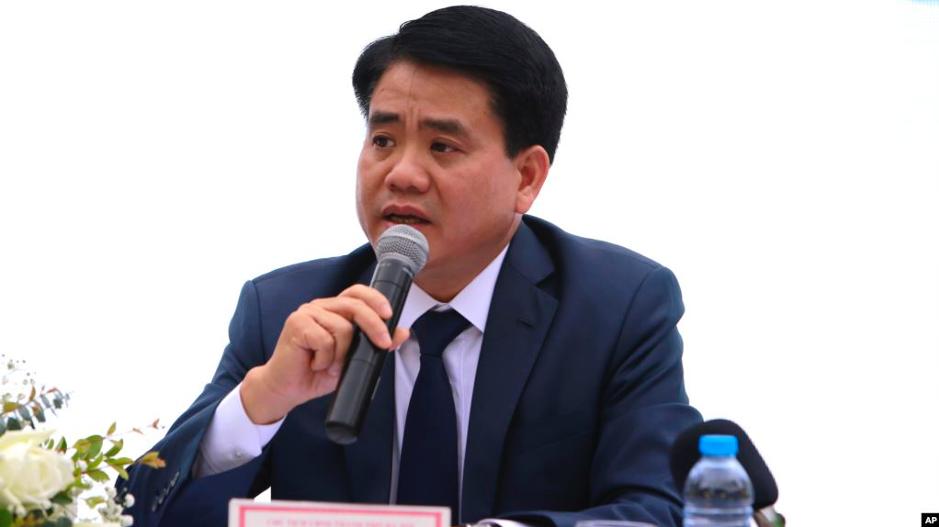 Chủ tịch Ủy ban nhân dân thành phố Hà Nội khuyên con trai cố thủ ở Hoa Kỳ
