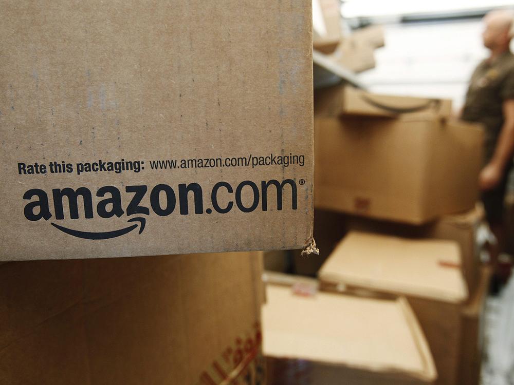 Amazon tăng lương làm việc cho nhân viên nhà kho