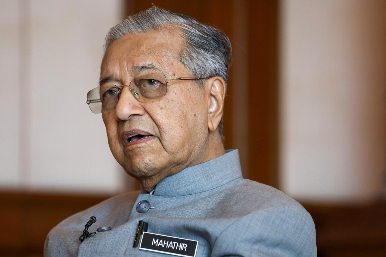"""Cựu thủ tướng Mahathir của Malaysia cảm thấy """"bị phản bội"""" bởi tân thủ tướng mới được bổ nhiệm"""