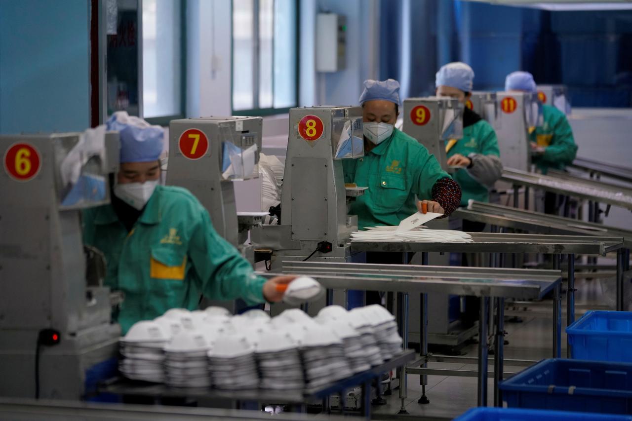 Chính phủ Trump rơi vào thế khó trước áp lực phải nhập cảng thiết bị y tế từ Trung Cộng
