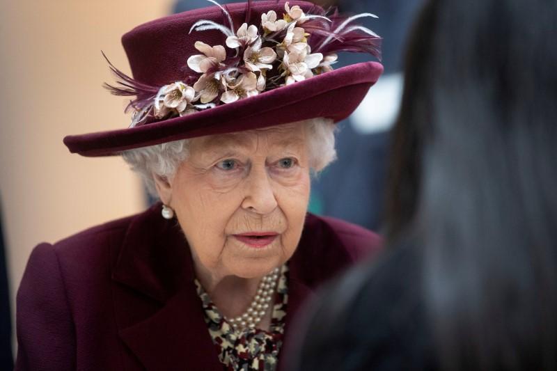 Nữ hoàng Elizabeth rời thành phố đến Windsor Castle khi cuộc khủng hoảng coronavirus ập đến Luân Đôn