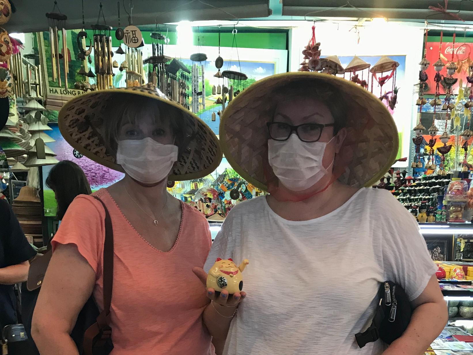Tất cả các chuyến bay bị hủy, hai phụ nữ đến từ Northampton, Anh Quốc bị kẹt ở Sài Gòn