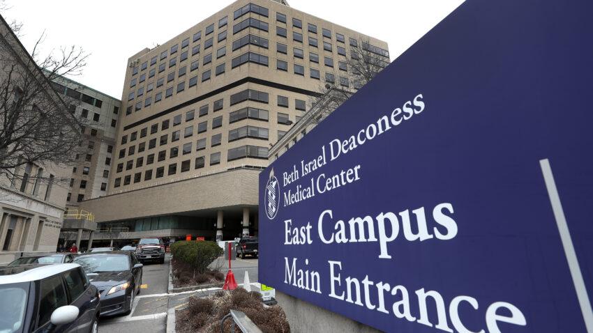 Một sinh viên y khoa đánh cắp tài liệu nghiên cứu đã đóng tiền thế chân tại ngoại