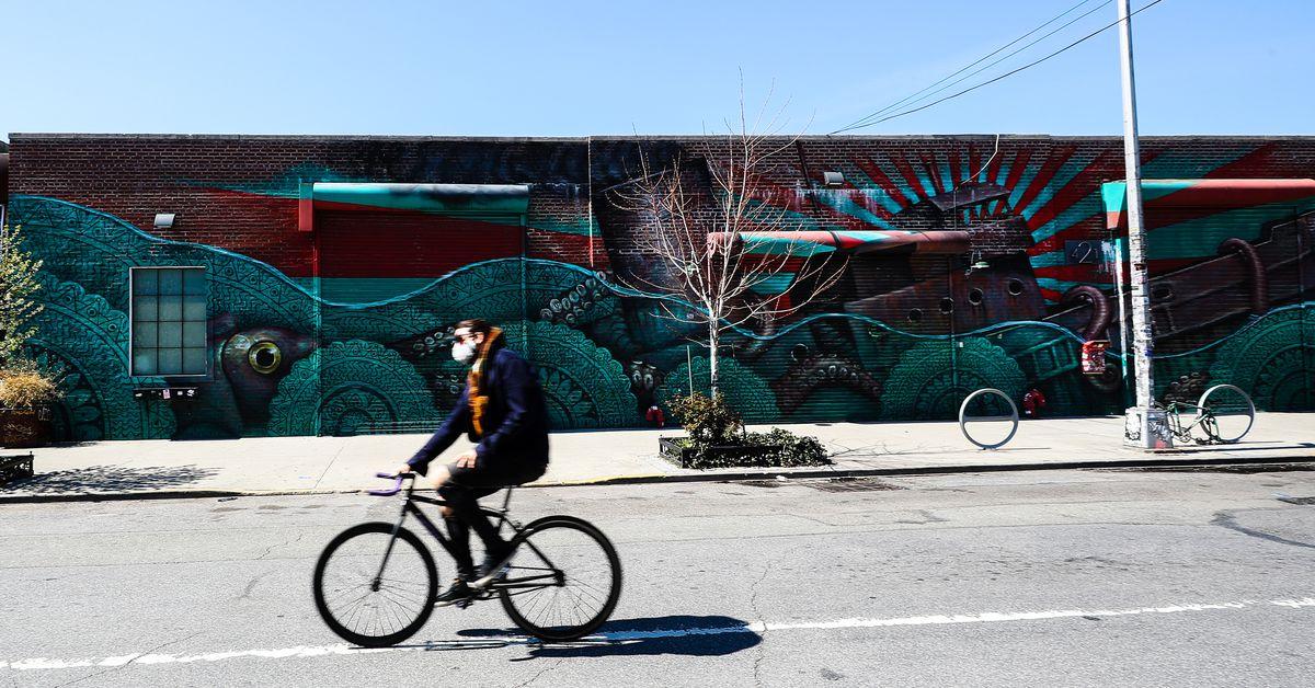 Người dân New York chuyển sang đi xe đạp trong bối cảnh có lệnh ở nhà để tránh coronavirus