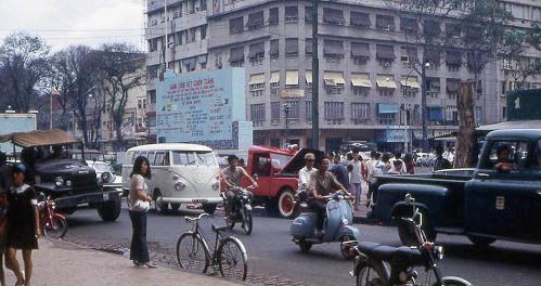 """Mỗi ngày một ca khúc – Tưởng niệm 30 tháng Tư – """"1954 Cha Bỏ Quê, 1975 Con Bỏ Nước"""" (Nam Lộc)"""