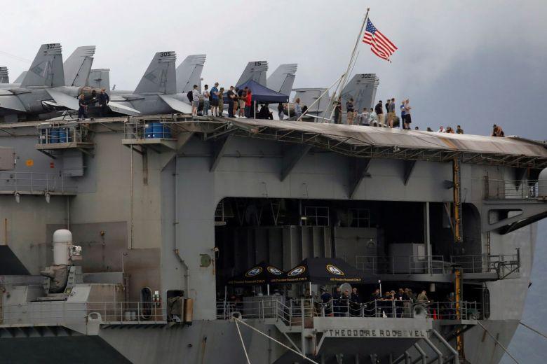 Một thủy thủ nhiễm COVID-19 của Hàng Không Mẫu Hạm USS Theodore Roosevelt phải vào cấp cứu