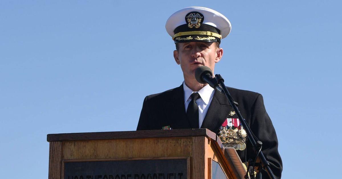 Hạm Trưởng Brett Crozier của USS Theodore Roosevelt xét nghiệm dương tính với coronavirus