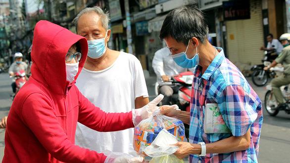 Những người được nhà cầm quyền cộng sản tại Sài Gòn hỗ trợ sẽ nhận được tiền sau 20 đến 25 ngày