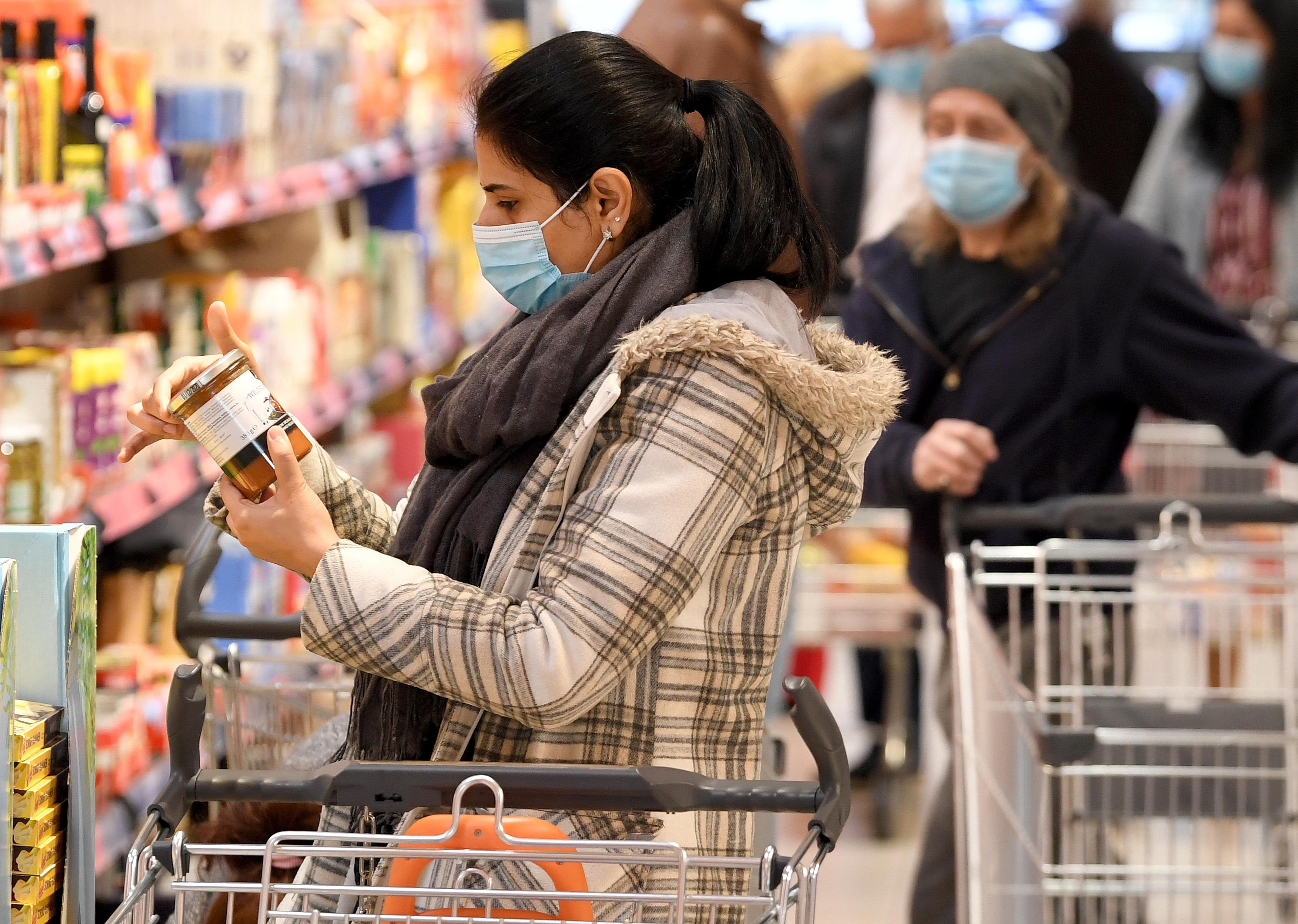 Tòa Bạch Ốc khuyến cáo người dân Hoa Kỳ không nên rời khỏi nhà – thậm chí là để mua nhu yếu phẩm