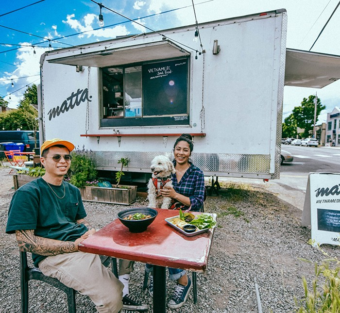 Các nhà hàng nhỏ tại Portland bắt đầu phục vụ các phần ăn miễn phí cho nhân viên bệnh viện