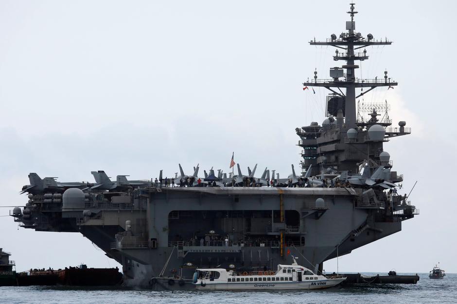 Hàng không mẫu hạm hoa kỳ USS Theodore Roosevelt không nên đến Việt Nam ngay từ đầu